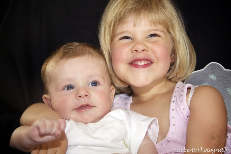 Baby and big sister - baby portrait photography