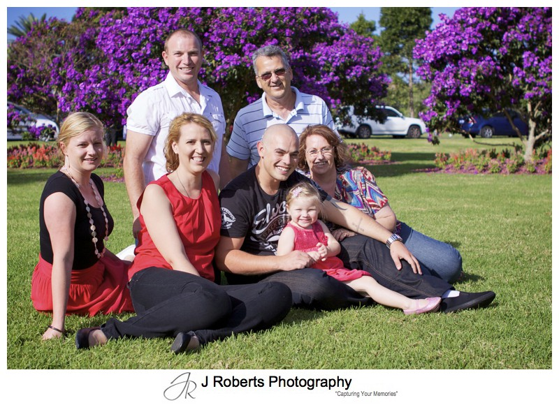 family group photo in centennial park - family portrait photography - sydney