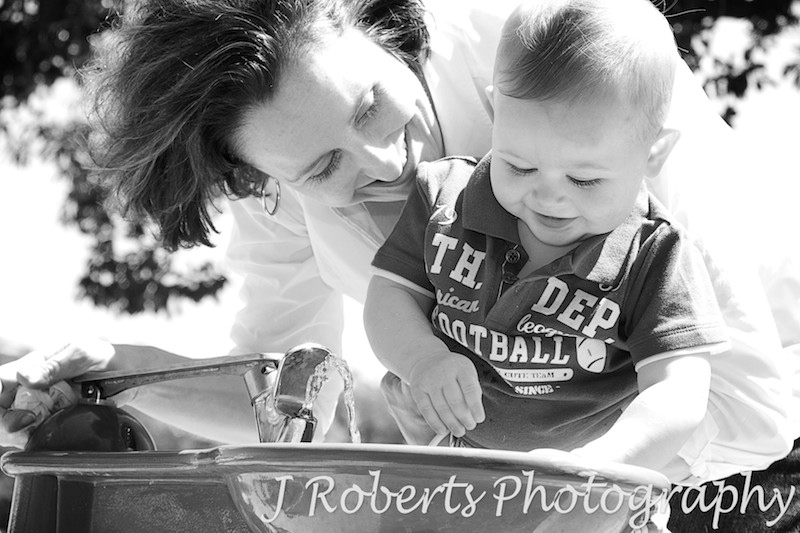 Mother and son drinking from bubbler - family portrait photography sydney