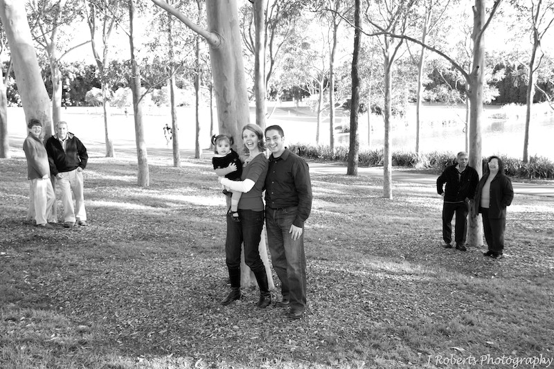 B&W multi generations of family in the trees - family portrait photography sydney