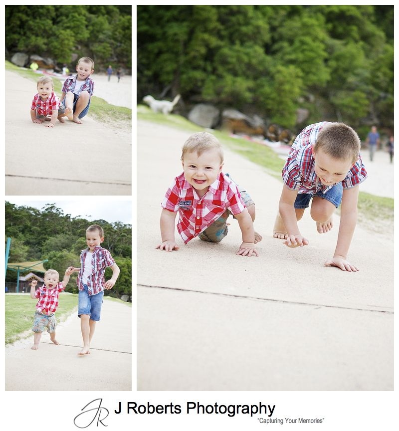Brothers crawling - sydney family portrait photographer