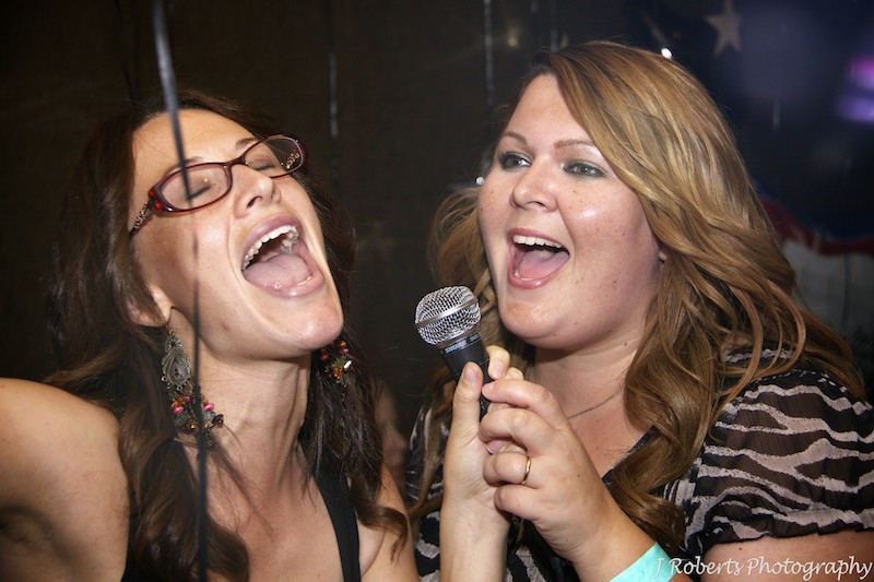 Girls singing - party photography