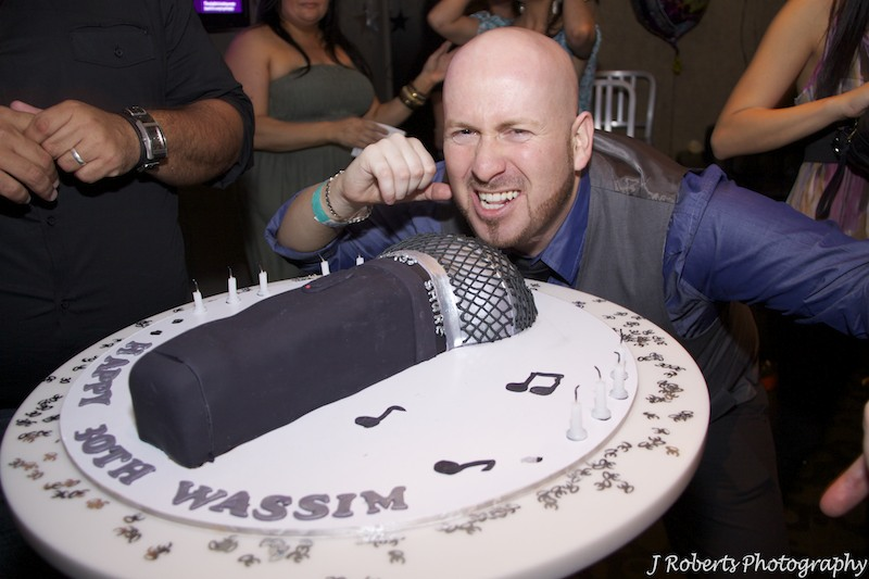 Microphone birthday cake - party photography