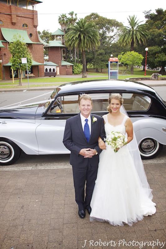 Bride arriving with father in bridal car - wedding photography sydney
