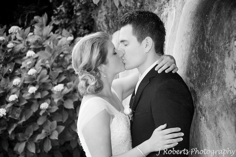 B&W of couple kissing - wedding photography sydney