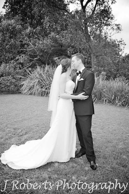 bride and groom kissing on the lawns at the Officers' Mess in Watsons Bay - wedding photography sydney