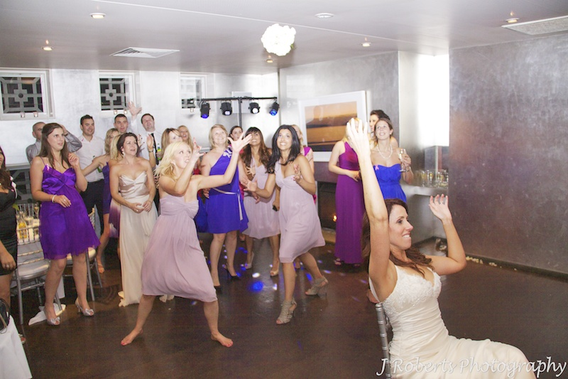 Bride throwing her bouquet - wedding photography sydney