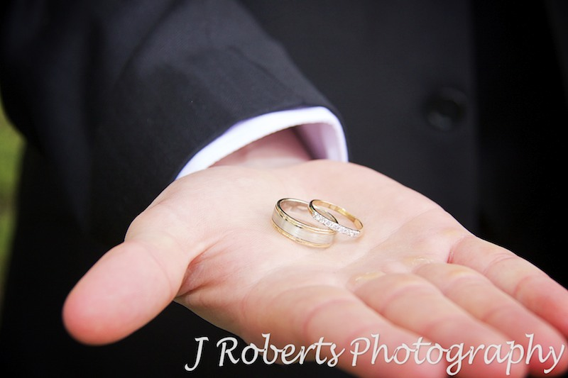 Best man holding wedding rings - wedding photography sydney