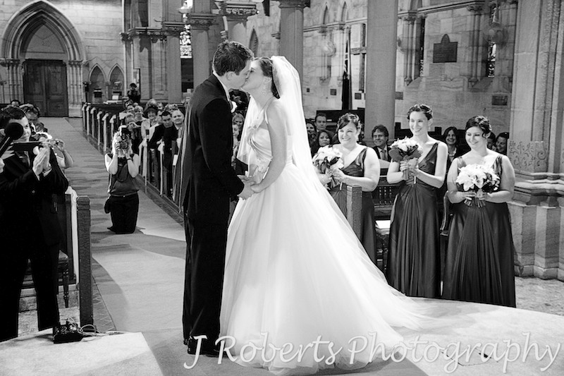 You may now kiss the bride at St Thomas' North Sydney - wedding photography sydney