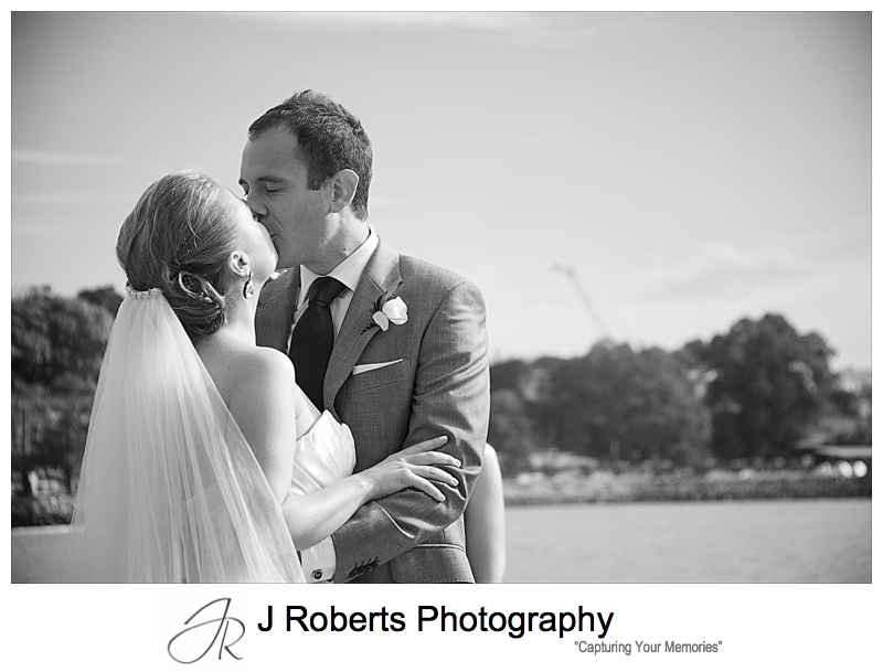 Couple kissing in B&W - wedding photography sydney