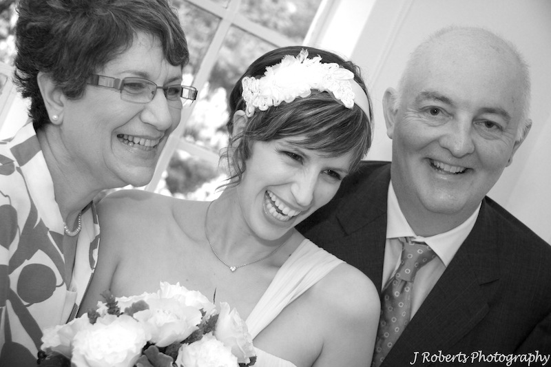 Bride with parents - wedding photography