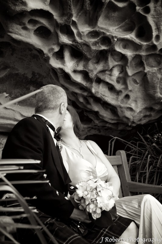 Bride and groom with sandstone honeycomb - wedding photography sydney