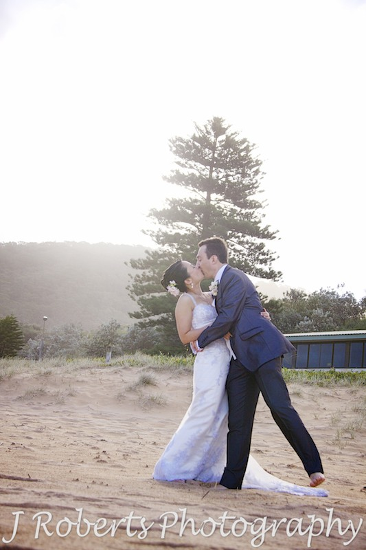 Couple kissing at sunset - wedding photography sydney