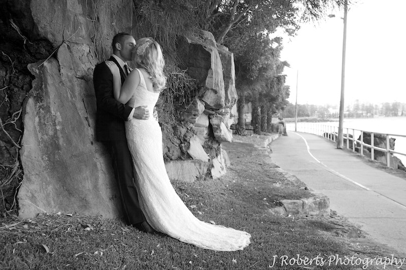 Bridal couple kissing along the rock face at Shelley Beach - wedding photography sydney