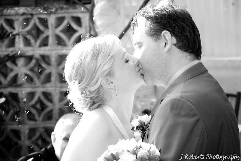 B&W bride and groom kissing - wedding photography sydney