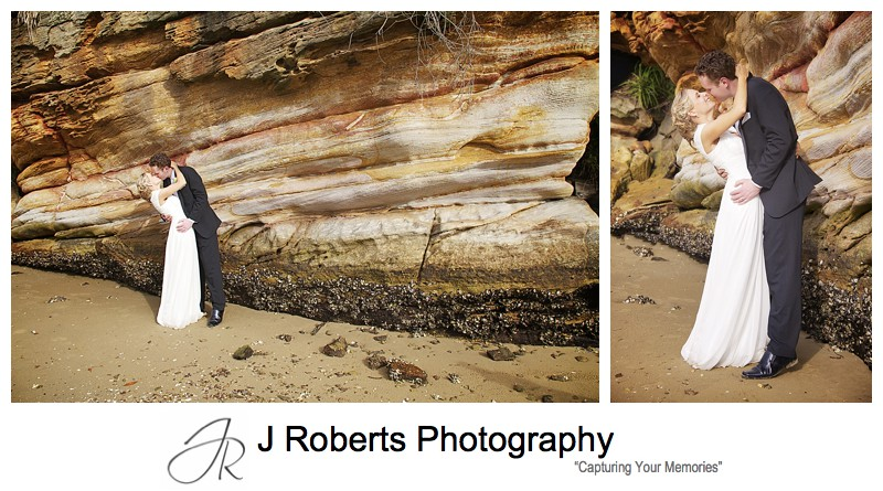 Couple kissing with orange sandstone rock face behind - wedding photography sydney