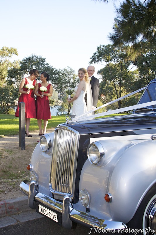 Bride getting out of wedding car - wedding photography sydney