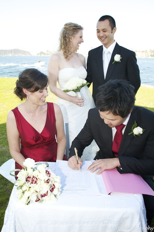 Signing the register - wedding photography sydney
