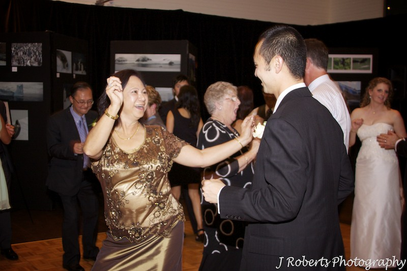 Groom dancing with his mother - wedding photography sydney